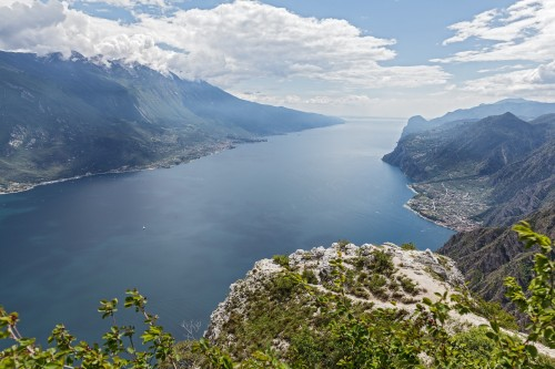 Il lago di Garda si fa smart, si parte con l'illuminazione ma si investe sul depuratore
