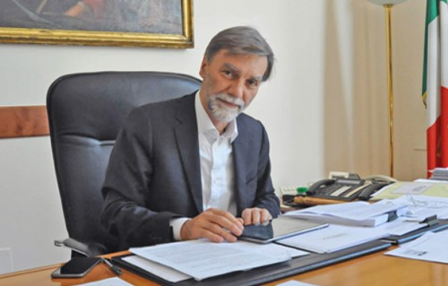 Delrio firma il decreto Bim: dal 2019 obbligatorio per le grandi commesse