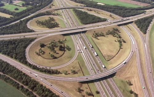 I-volution: infrastrutture e innovazione per rilanciare l'economia