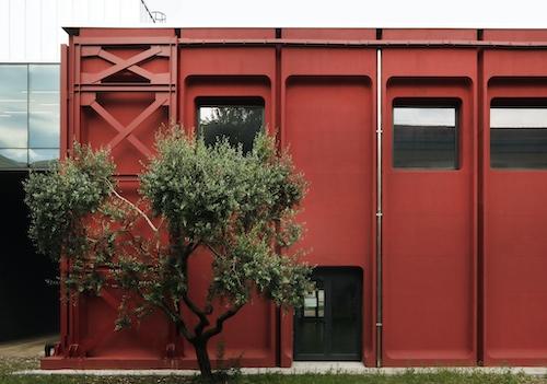Qualità e opere pubbliche, De Appolonia e il percorso ad ostacoli con l'architettura scolastica