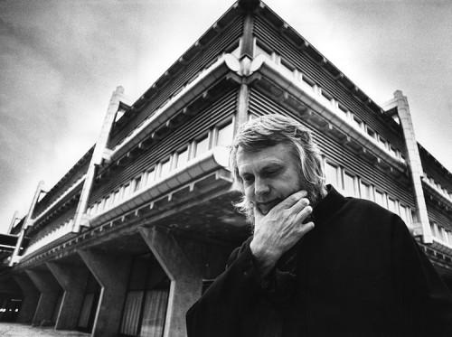 Sulle tracce di quell'architetto svedese che ha filmato (e reso celebri) i lavori del silenzioso maestro Lewerentz