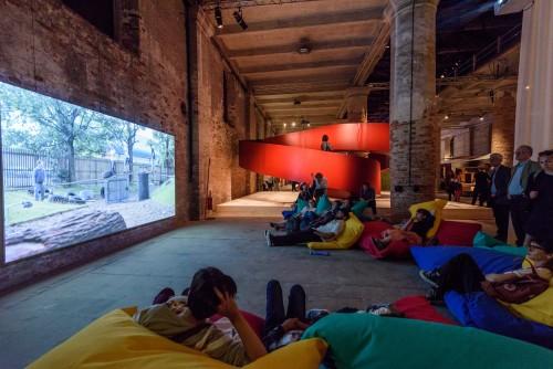 Reporting from Venezia. Ecco i titoli dei quotidiani nei giorni della vernice della Biennale