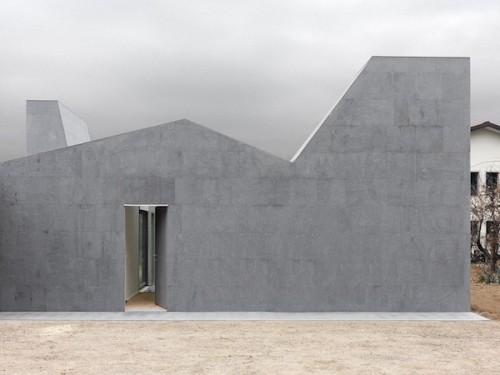 La famiglia italiana sposa il contemporaneo: cinque storie di architettura minore