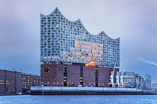 Dopo 10 anni e con 800 milioni, inaugurata la Filarmonica di Amburgo