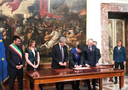 Periferie: Gentiloni ha firmato le convenzioni (500 milioni) con le prime 24 città