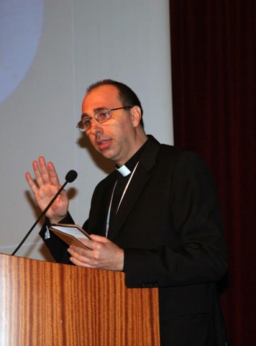 Don Giuseppe Russo è il volto della Chiesa-committente: le carte del successo